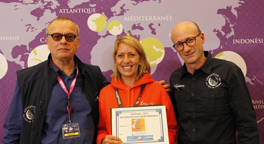 Carole, entourée de Jean-Paul LEROY , Référent des clubs Zone Asie, et de Patrice BUREAU , Président de LONGITUDE 181.